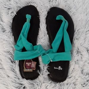 Ladies NWOT teal Sanuk yoga sandals size 7